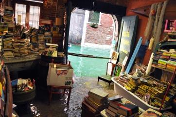 libreria_acqua-alta